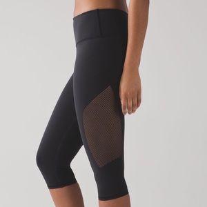 Lululemon Reveal Black Crop Leggings Size 6
